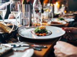 Food-and-wine-pairing-sommelier-salary
